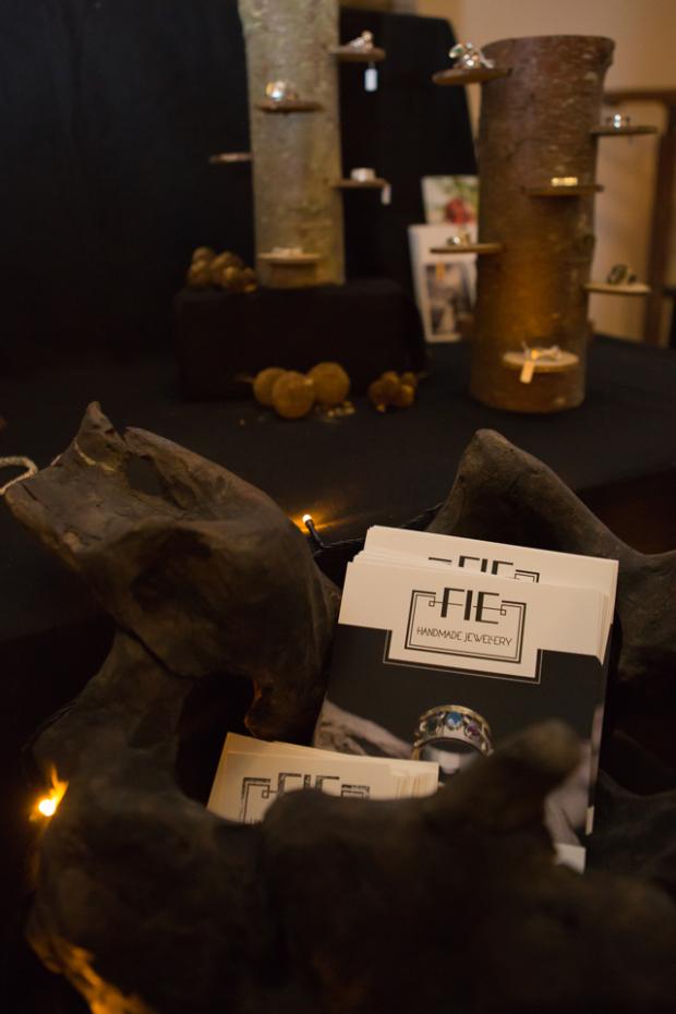 handgemaakte sieraden_Fie handmade jewellery_ 1e gehalte zilver_sterling zilver_925 zilver_ goudsmid_edelsmid_Breda_zilver_goud_ handgemaakt_ambachtelijk_Happy_X_market_ kerstmarkt_Theekamer Pien_De Stadskamer